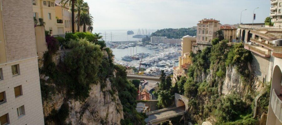 Монако (Monaco) — войдя в декорацию, ты понимаешь, что это реальность.