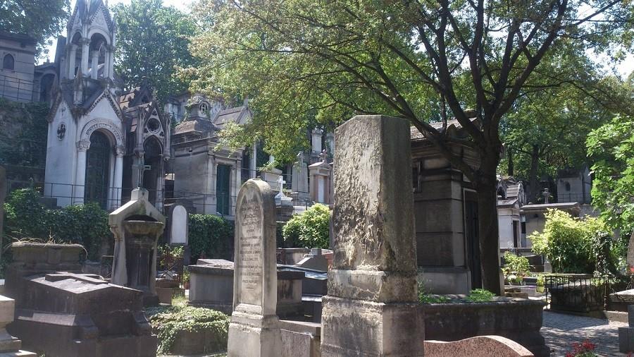 Может ли быть одним из любимых мест — кладбище?