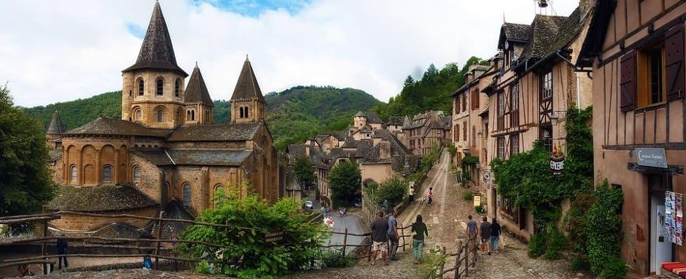 Конк (Qonques) — средневековая деревня. Одно из мест, посещаемое пилигримами по пути следования в Сантьяго де Компостела.