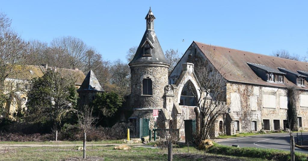 Le Moulin de Senlis или шато Монжерон — общежитие русских изгнанников, эмигрантов, богемы.