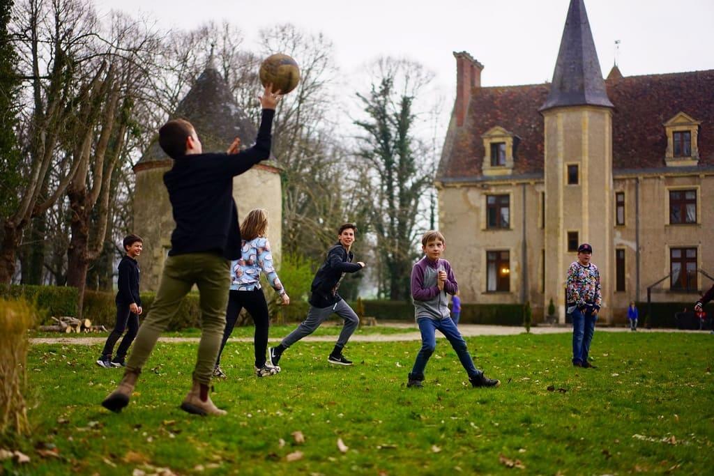 Французский замок для детей, или как избежать катастрофы в средней школе.