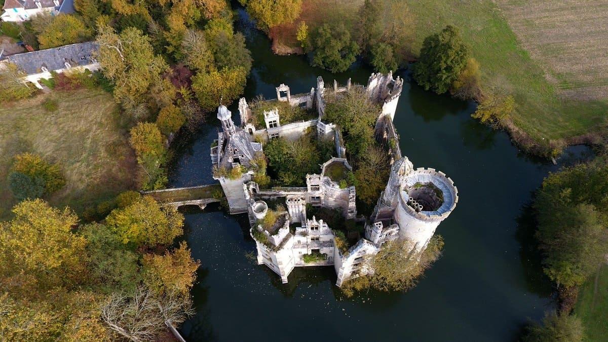 Замок Мот-Шанденье